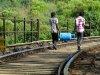 """02_Sonderthema-BLAU-Holger-Huber-""""Fußweg""""-Szene-in-Sri-Lanka"""
